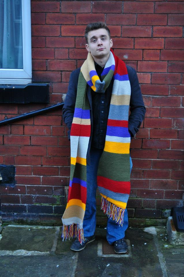 4m long scarf. 100% Acrylic.