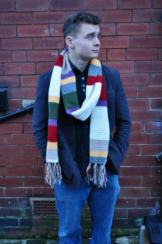 2.5m long scarf. 75% acrylic, 25% wool.